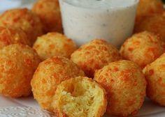 Párty sýrové bombičky ze 4 surovin - 300 g sýra, 8 lžic mouky, 1 práš do peč, 2 vejce. Pečem na pečícím papíře nebo smažíme na oleji EASY CHEESY