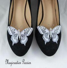 clips chaussures papillons soie gris parme, corps de  perles, modèle Maéva Violet, Chanel Ballet Flats, Sandals, Shoes, Women, Fashion, Grey, Butterfly Shoes, Butterfly Jewelry