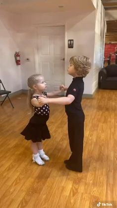 Cute Funny Baby Videos, Crazy Funny Videos, Cute Funny Babies, Funny Videos For Kids, Funny Cute, Cute Kids, Dance Workout Videos, Dance Choreography Videos, Dance Videos