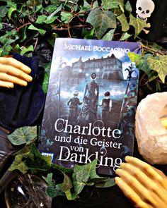 War es gut oder doch nicht so gut? 😃😕 Eines der wenigen Bücher bei denen ich mich nicht entscheiden kann. Zumindest vom Cover bin ich restlos begeistert. 📘❤ Jetzt bin ich durch und die Geister von Darkling geben Ruhe.