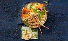 Envie d'un voyage gustatif en Afrique du Nord, sans quitter votre cuisine? Ce bowl allie de la douceur, de l'acidité et la fraîcheur de le menthe au goût délicieux de l'agneau grillé. Couscous, Allie, Quitter, Bowl, Tacos, Mexican, Ethnic Recipes, Gentleness, Lamb