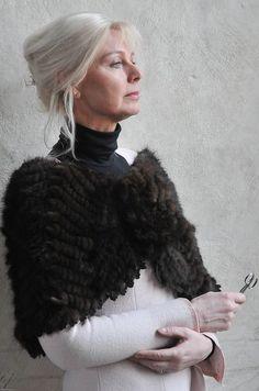Karen Bit Vejle - Aging is Beautiful! Long Gray Hair, Grey Hair, Beautiful Old Woman, Advanced Style, Advanced Hair, Ageless Beauty, Aging Gracefully, Mi Long, Old Women
