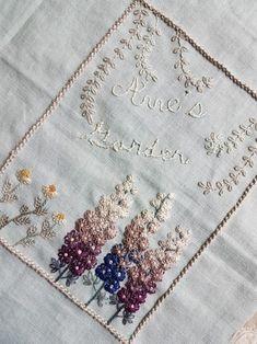 앤의 프랑스자수/스티치북 속표지2 델피늄과 캐모마일<델피늄> 오월의 앤은 가든디자이너가 꿈이기도... Embroidery Stitches Tutorial, Wool Embroidery, Embroidery Patterns, Stitch Book, Silk Ribbon, Needle And Thread, Embroidered Flowers, Fabric Art, Needlepoint