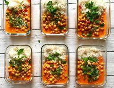 Kikärtor i röd currysås många matlådor Healthy Breakfast Recipes, Healthy Snacks, Healthy Recipes, I Love Food, Good Food, Yummy Food, Veggie Recipes, Vegetarian Recipes, Vegetarian Cooking