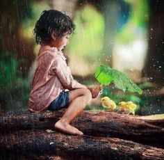 It's a beautiful world Precious Children, Beautiful Children, Cute Kids Photography, I Love Rain, Cute Baby Pictures, Jolie Photo, Animals For Kids, Beautiful World, Beautiful Monday
