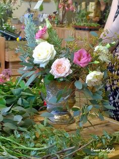 Learn how to arrange flowers English country style  #flowers #Englishgarden #flowerarrangements