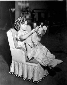 1936 Shirley Temple brushing her doll's hair