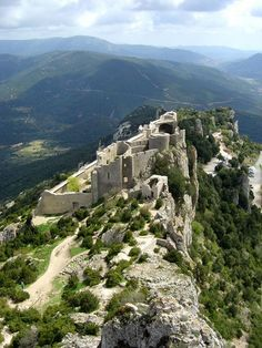 Peyrepertuse, a Cathar castle in the Pyrenees (Aude), Languedoc-Roussillon, France. Just what a hike among castle ruins should be! Beautiful Castles, Beautiful Places, Places To Travel, Places To See, French Castles, Languedoc Roussillon, Famous Castles, Ville France, Castle Ruins