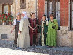 Mujeres y hombre racheles de medieval