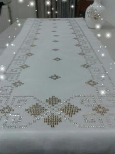 This Pin was discovered by özl Hardanger Embroidery, Embroidery Patterns, Filet Crochet, Crochet Doilies, Free To Use Images, Weaving Patterns, Bargello, Diy And Crafts, Cross Stitch