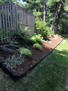 Pound-In Plastic Landscape Edging Rasenkanten Landscaping Supplies, Front Yard Landscaping, Backyard Landscaping, Landscaping Ideas, Backyard Ideas, Dollhouse Landscaping, Dog Backyard, Landscaping Software, Backyard Projects