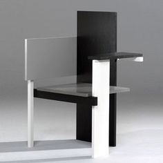 Gerrit Rietveld | Berlin Chair (1923)