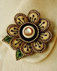 felt and zipper flower brooch  super gorgeous!!    This would be a great evening look on a black coat!