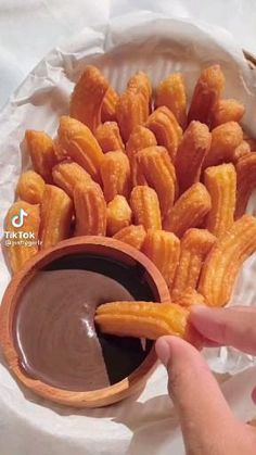 Fun Baking Recipes, Snack Recipes, Cooking Recipes, Köstliche Desserts, Cafe Food, Easy Snacks, Food Cravings, Diy Food, Food Dishes