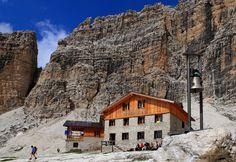 #ancient #refuge in the #Dolomites Italy. High level #architecture. alte #Zufluchtsort in den #Dolomiten-Italien. High-Level- #Architektur