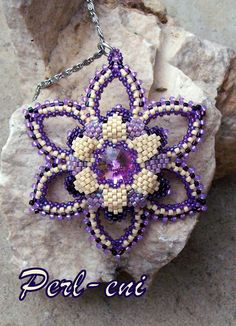 Beaded Snowflake Perl eni: Snowdrops