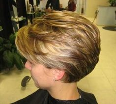 Short Haircuts for Women Over 50-16