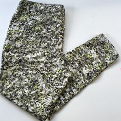 """EUC Simply Vera Wang pants Excellent condition; Pretty abstract pattern on these 29"""" inseam ankle length pants. Front and back pockets; zip and button front; cotton/spandex; Smoke-free/pet-free home. Simply Vera Vera Wang Pants"""
