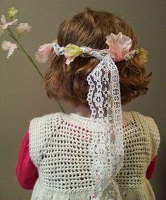 Petits Angelots: Couronne de fleurs : Tuto baptême ou mariage Crochet Hats, Lace Ribbon, Sweet Peas, Fabric Flowers, Paper Pieced Patterns, Knitting Hats