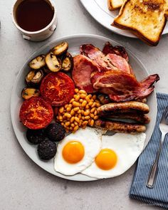 How to Make a Full English Breakfast - Food and drink - BreakFast Healthy Desayunos, Healthy Eating, Healthy Recipes, A Food, Food And Drink, Sausage Breakfast, Breakfast Muffins, Food Blogs, Brunch Recipes