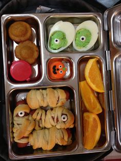 31 Oct Lunch - Halloween Mummy dogs, Creepy DEVILed eggs, pumpkin mini muffins, oranges and candy pumpkin!