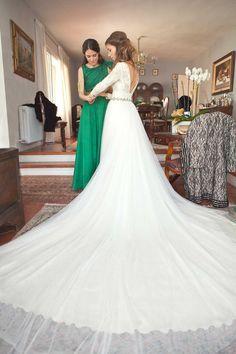 basaldua vestido de novia cola larga de tul y cuerpo de encaje manga larga…