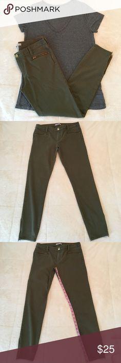 Banana Republic pants size 28 Banana Republic pants size 28, grey top not included Banana Republic Pants