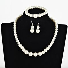 Set combination: earrings + item decoration + hand decoration Whether multi-layer: No Whether to bring fall: No Extension chain: below 10cm Pendant material: alloy White Pearl Necklace, Pearl Jewelry, Pearl White, Mode Costume, Clear Crystal, Wedding Accessories, Jewelry Sets, Chain, Pendant
