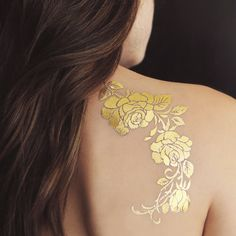 What does gold tattoo mean? We have gold tattoo ideas, designs, symbolism and we explain the meaning behind the tattoo. Gold Tattoo Ink, Metal Tattoo, Best 3d Tattoos, Rose Tattoos, Awesome Tattoos, Temp Tattoo, Tattoo Set, Back Tattoo Women, Tattoos For Women