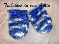 Trabalhos da vovó Sônia: Luvas para bebê azul e branca Leo - crochê