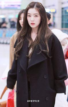 Irene-Redvelvet 190107 Incheon Airport from Japan Red Velvet アイリーン, Irene Red Velvet, Velvet Hair, Seulgi, Kpop Girl Groups, Kpop Girls, Korean Girl, Asian Girl, Red Velet
