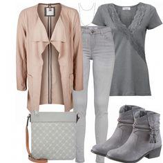 Freizeitlook aus peach Strickblazer, grauem Obeteil mit Spitze und grauen Stiefeletten... #fashionista #mode #damenmode #damenkleidung #frauenoutfit #damenoutfit #casual