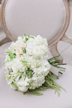 white bouquet with ranunculus | Annabella Charles #wedding