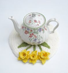 Crochet flower coaster Spring daffodil doily teapot stand hot pad cottage chic place mat in cream and yellow