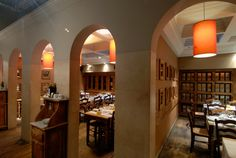 Un ambiente che coniuga il piacere estetico alla sottile delizia del palato...