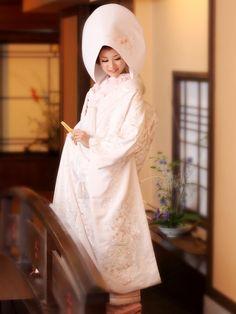 Japanese Outfits, Japanese Fashion, Asian Fashion, Japanese Wedding Kimono, Japanese Kimono, Traditional Wedding Attire, Traditional Dresses, Traditional Japanese, Japanese Costume