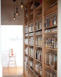 À lire aujourd'hui sur #muramur : 4 façons de mieux organiser son garde-manger! #maison #getorganized #garderobe #closet #home #maison #homedecor #decor #homedesign #homestyle #instahome #light #mtlblogger #white #sunday #industrial #decorating #decoration #decorations #instadecor #homestyling #homesweethome #homedecoration #homedesign #homeinterior
