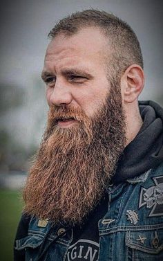 56 Best Viking Beard Style To Perfect Your Style - Beard Tips Viking Beard Styles, Long Beard Styles, Hair And Beard Styles, Hair Styles, Great Beards, Awesome Beards, Short Hair Long Beard, New Beard Style, Types Of Facial Hair