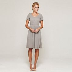 From dream wedding dresses and party outfits to perfect prom and evening dress designs, you're sure to find a fabulous style to match every occasion. Mob Dresses, Short Sleeve Dresses, Dresses For Work, Dresses With Sleeves, Summer Dresses, Squash Dressing, Wedding Bridesmaids, Bridesmaid Dresses, Vintage Wedding Theme