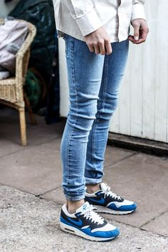 white shirt. jeans. great sneakers. off you go. urban minimalism at it's best.