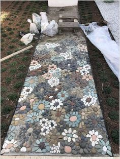 How do I create a pebble mosaic? Prepare the stones and sort them - DIY garden decoration - How do I create a pebble mosaic? Prepare the stones and sort them How do I create a pebble mosaic? Pebble Mosaic, Mosaic Diy, Mosaic Walkway, Mosaic Ideas, Rock Mosaic, Stone Mosaic, Mosaic Rocks, Mosaic Patio Table, Pebble Stone