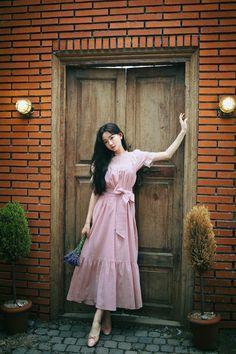 Asia Girl, How To Look Classy, Beautiful Asian Girls, Fashion Outfits, Womens Fashion, Her Style, Korean Fashion, Dress Skirt, Fashion Online