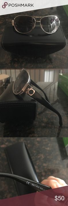 Marc by Marc jacobs aviator sunglasses There are prescription in them simply swap out prescription with your own. Frame integrity is in very good condition! Black and gunmetal Marc by Marc Jacobs Accessories Sunglasses