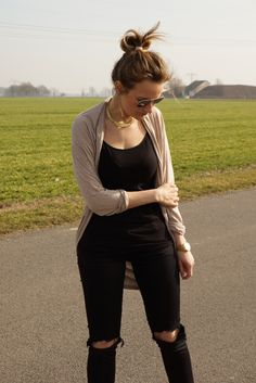 Black and nude look...love.... with gold and the flowy cardigan!!! LeBoer