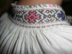 Landsknecht, Fabric Manipulation, Traditional Outfits, Smocking, Ukraine, Boho Shorts, Needlework, Collars, Anthropologie