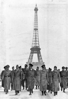 Paris juin 1940 Adolf Hitler sur l'esplanade du Trocadero.