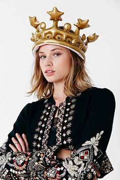 Queen For The day Inflatable Crown - Urban Outfitters - perfect for my Halloween costume! Work Appropriate Costumes, Costumes For Work, Diy Halloween Costumes, Halloween Party, Costumes Kids, Group Costumes, Halloween Ideas, Morning Hair, Queen Of Everything