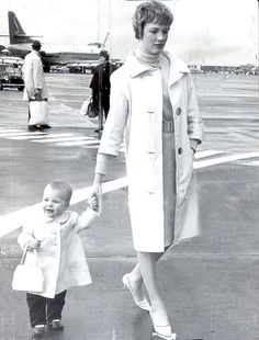 Julie Andrews with daughter, Emma. That little purse!!!