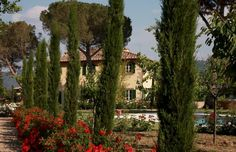 Nestled on a hill just 3 minutes outside the ancient town walls of Cortona lies Villa Laura.