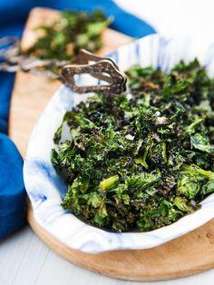 Krispiga grönkålschips Salad Recipes, Diet Recipes, Foods To Eat, Clean Recipes, Finger Foods, Vegan Vegetarian, Healthy Snacks, Food And Drink, Veggies